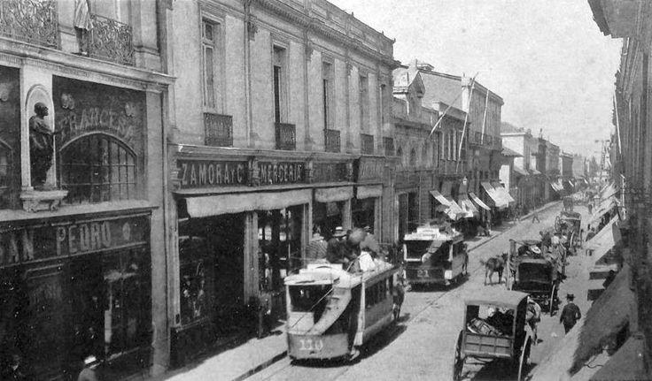 Locomoción colectiva por calle Ahumada de Santiago en 1890.  Chile