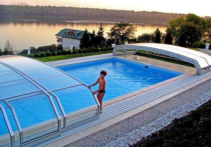 Manipulace s bazénovým zastřešení OCEANIC nizké je díky pojedzným drahám velice snadná.