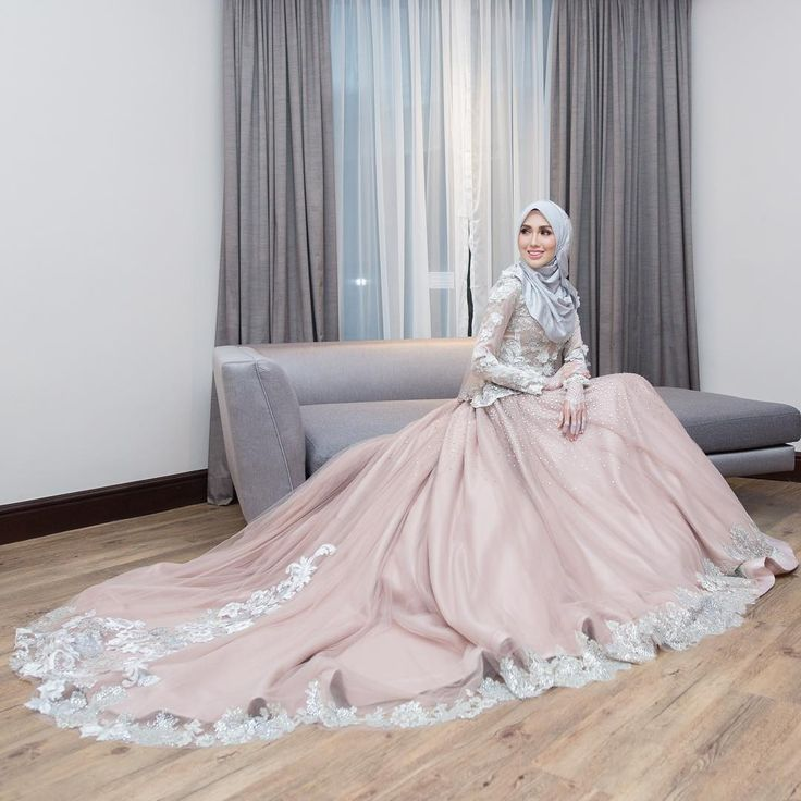 Majlis Resepsi Irshad & Hanis9 September 2017JW Marriot Putrajaya#irshadnones ____________Official Photographer @hamizahhhh Official Videographer @wsvs.coBride's Dress @rizmanruzainiGroom's Suit @dloris_exclusive Hijab @tudungruffleMakeup @ramzamodeHandbouquet @flower_byqueenHenna @jeaahennaBridemaids Hijab @tudungruffle Bridemaids Dress @jepandjayFlower Girl Dress @hijabista.hubCandy Buffet @piknik.coDeco @mahligaicreative ____________#malayphotographer #weddings #malaywedding…