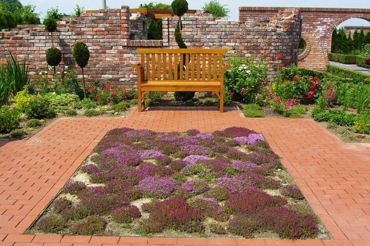 Taki dywanik zachęca do spędzania czasu w ogrodzie :)