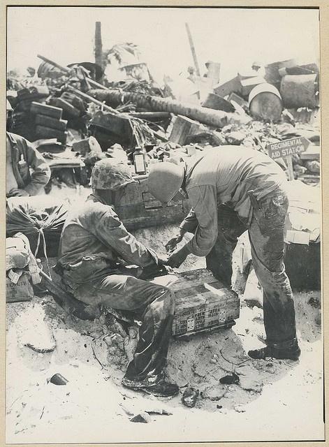 Battle of Tarawa. First aid treatment.