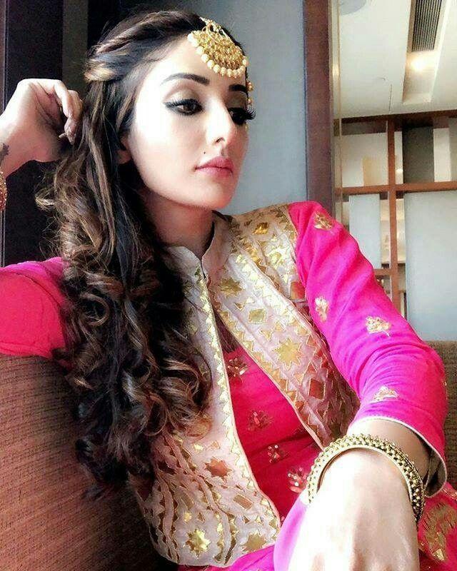Ghaint Punjabi Style Avleen Punjabi Hairstyles Punjabi Girls Beautiful Suit