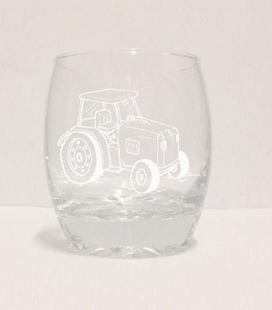 """Verre gravé a la main """"tracteur' avec prenom au choix 100% personnalisable !   Livré emballé dans du papier cristal  Si vous avez une idée en tete et qu'elle n'est pas en  - 13120129"""