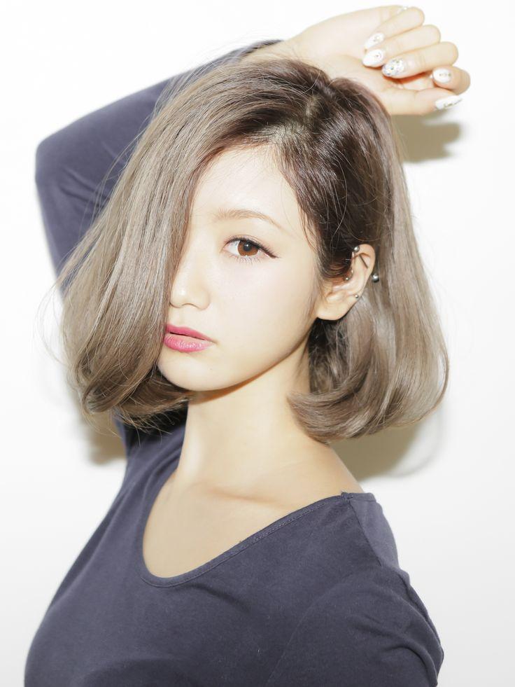 アッシュ透明感カラー☆内巻きになりやすいミディアムボブの髪型 - StylistD