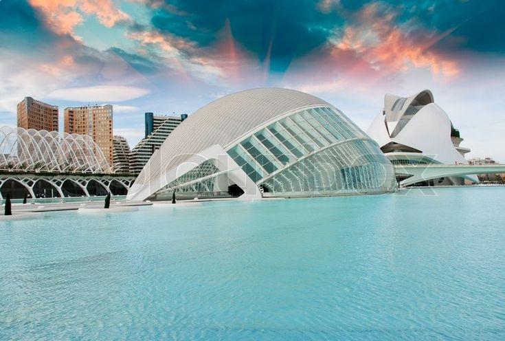Redaktionel foto af 'Moderne bygninger i Valencia, Spanien'