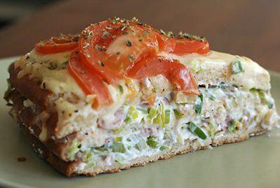 Varm smörgåstårta - enkelt att förbereda och sen bara värma.