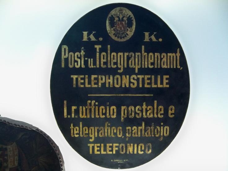 Antica insegna Poste e telegrafi (dalla mostra per i 150 anni di Poste Italiane - Roma Circo Massimo)