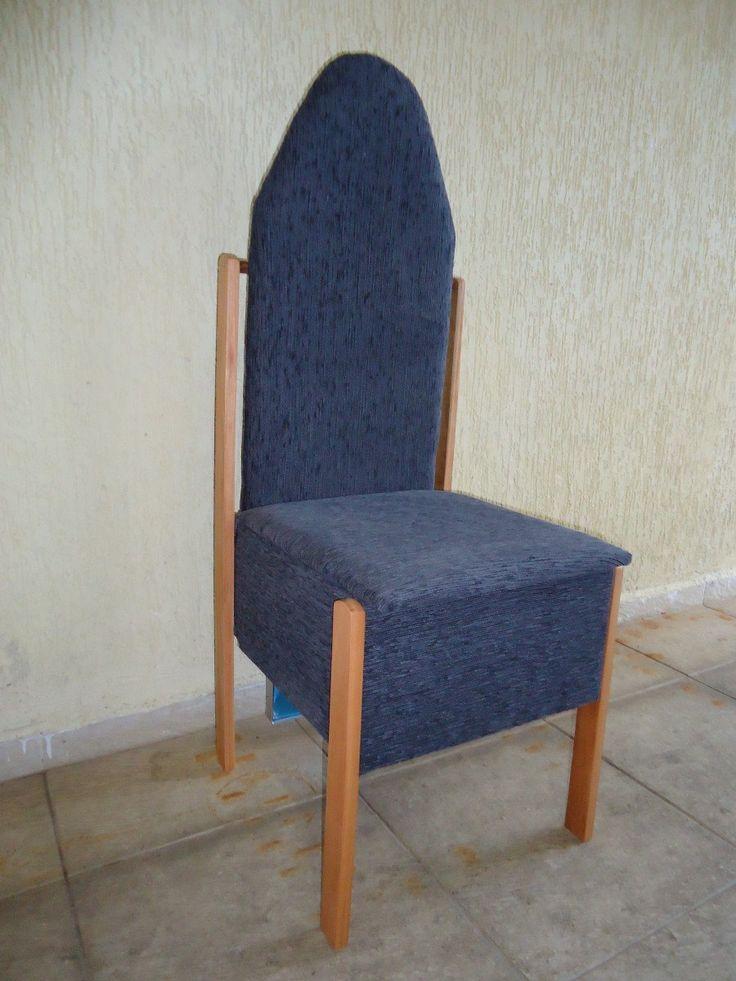 cadeira dobravel, baú e tabua de passar roupa