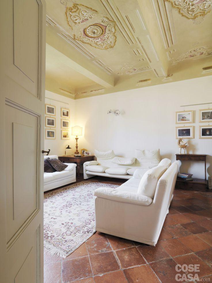 Casa classica con finiture e mobili d 39 epoca mobili d for Mobili d epoca