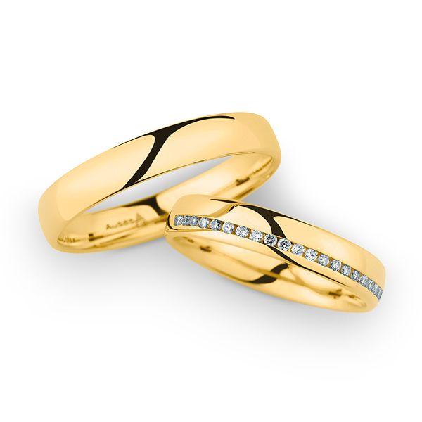 Warmes Gelbgold 18 Karat mit leuchtend weißen Diamanten veredelt. Gerne fertigen wir Eure Ringe auch in Weißgold, Platin oder Roségold - ganz nach Euren Wünschen! #MARRYING#Trauringe#Eheringe ❤️