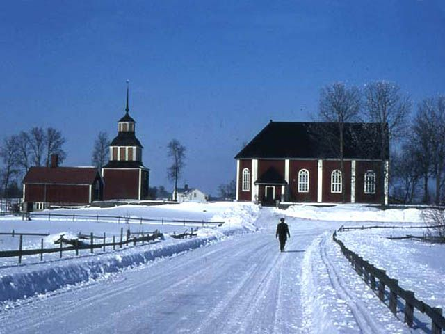Raippaluodon kirkko ja tapuli. RKYιMuseovirasto