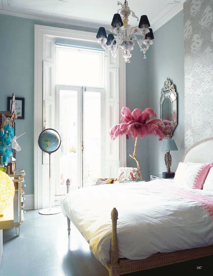 Adore this pink feather floor light. Such a glamorous and eclectic bedroom. Every where you look there are unexpected finishing touches.