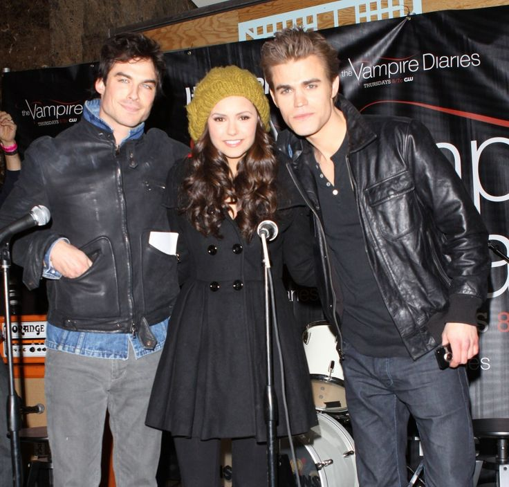 Cast of The Vampire Diaries hold special signing in NJ