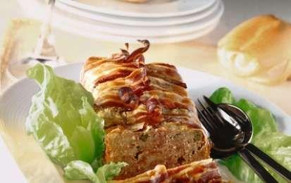 Polpettone con fagiolini e pancetta affumicata - Ricetta per preparare in anticipo il polpettone con fagiolini e pancetta affumicata, un saporito secondo piatto di carne da cuocere in soli 25 minuti prima di servirlo in tavola.