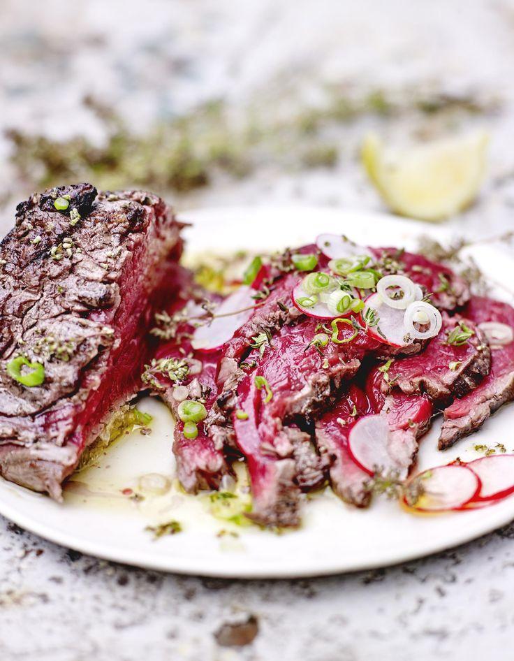 Recette Carpaccio de bœuf mi-cuit, huile d'olive, thym frais et citron : Emincez les légumes très finement. Réservez.Badigeonnez le filet de bœuf d'hui...