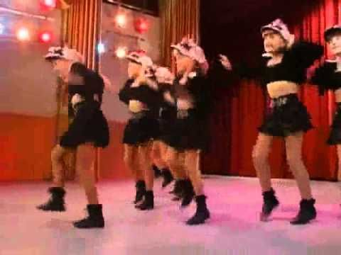 """One of our favorite TGIF moments — Stephanie Tanner breaking it down to """"Motown Philly"""" on Full House!"""