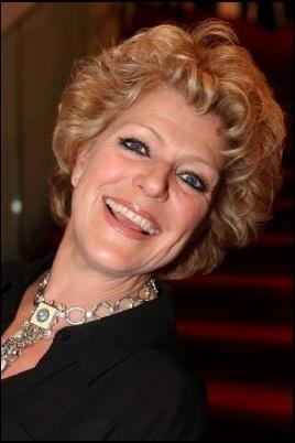 Wie zou jij als (toekomstige) schoonmoeder willen?  Het blijft een cliché, het contact met de schoonmoeder. Uit onderzoek kwam naar voren dat 1700 singles Simone Kleinsma als leukste schoonmoeder kiezen! Minst favoriet is Heleen van Royen.  http://www.ad.nl/ad/nl/1022/Celebs/article/detail/3650745/2014/05/07/Simone-Kleinsma-is-leukste-schoonmoeder-van-het-land.dhtml #alshetomdatengaat