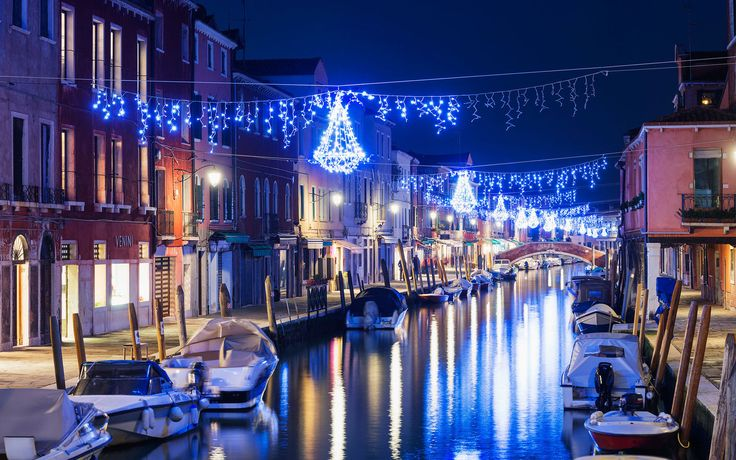 Christmas in Italy  ✈✈✈ Don't miss your chance to win a Free Roundtrip Ticket to Naples, Italy from anywhere in the world **GIVEAWAY** ✈✈✈ https://thedecisionmoment.com/free-roundtrip-tickets-to-europe-italy-naples/