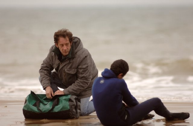 Still of Vincent Lindon and Firat Ayverdi in Welcome