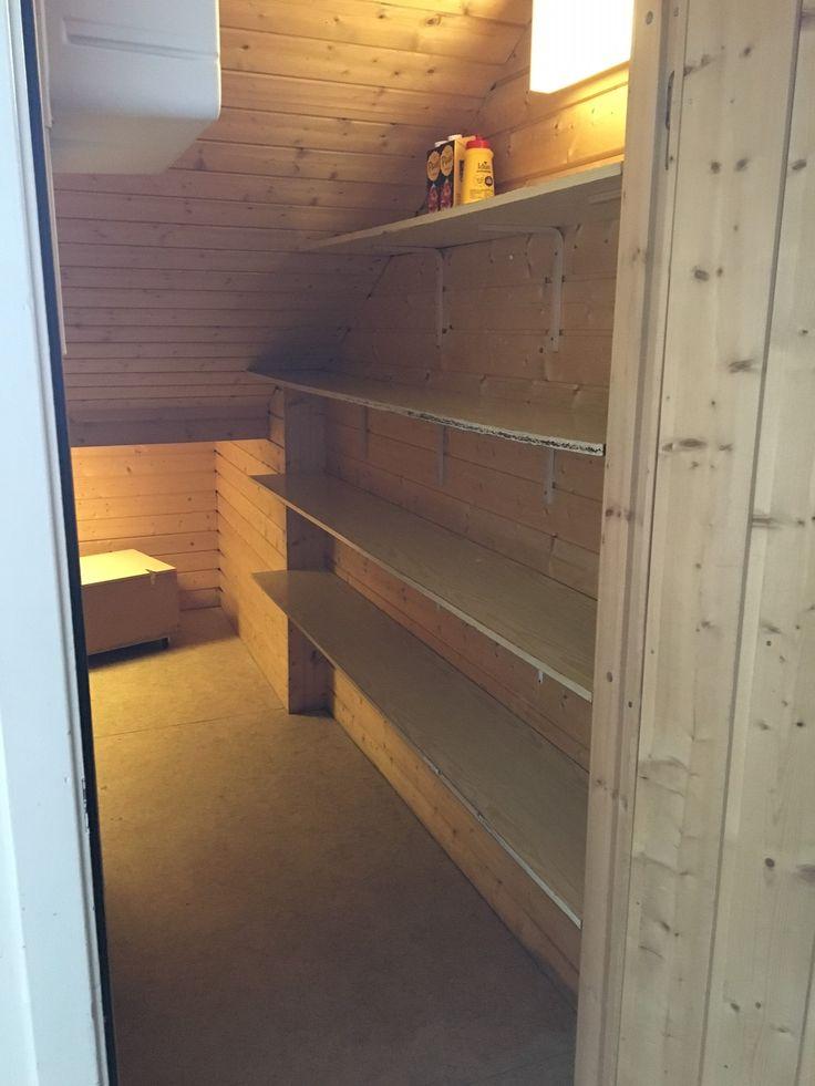 Storsalen har eget kjølerom under trappa til bruk ved leie