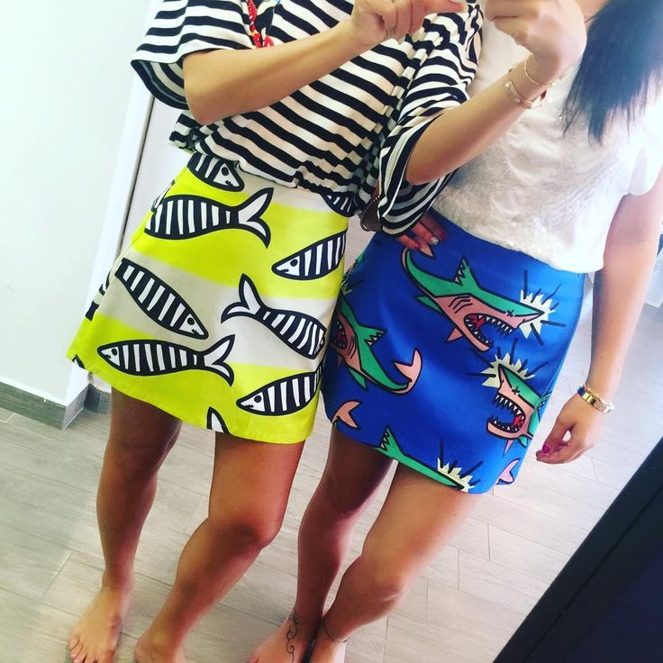 Pesci gialli o squali blu? #gonne #minigonne #WhiteRoma #happyprice #20%OFF #ULTIMIPEZZI #look #lookoftheday #ootd #BRILLANTINYGIRL #bizzariaglamshop #gardalake #accessorimoda #fashion #instalook #bizzariagirls #saldi #viaspettiamo