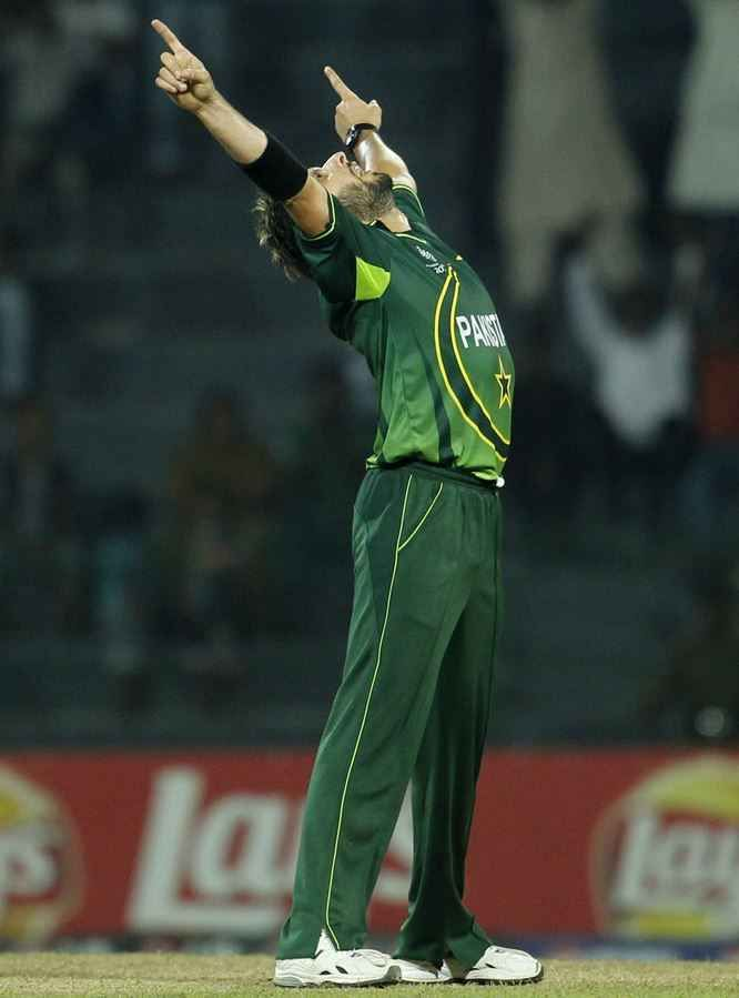 6. Shahid Afridi (393) Top 10 Bowlers with Most Wickets in ODI Cricket History  http://www.sportyghost.com/top-10-bowlers-wickets-odi-cricket-history/
