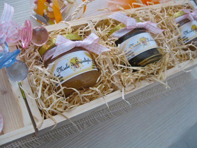Bomboniere Enogastronomiche : vasetti di miele biologico in astuccio di legno - da SERENDIPITY Castel Goffredo ( Mn )