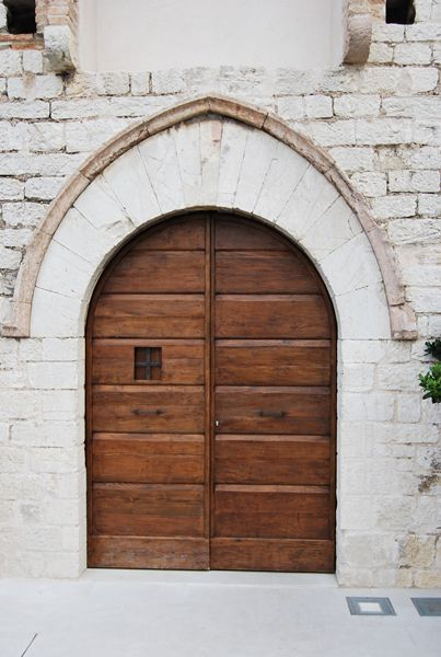 Riproduzione di un portone centinato mercantile di area Umbro-Toscana, epoca prima meta' del 1600