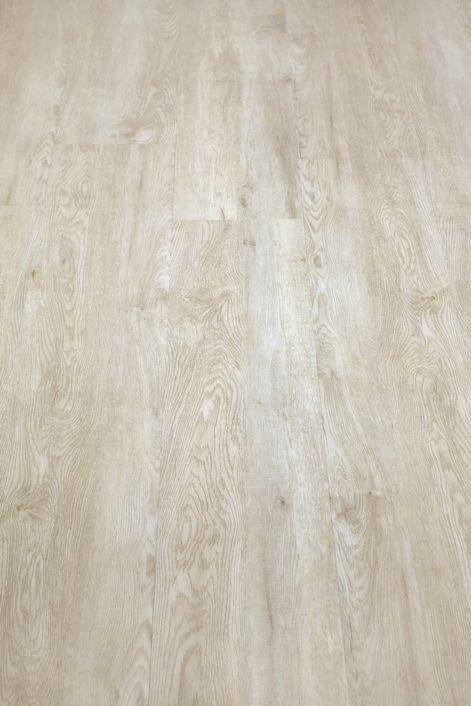 De registerplank, Viva Floors Exclusive 25-05 Plain Oak VW8100RL bestaat uit een gevarieerde en natuurgetrouwe designs met een breedte van 22,9 cm. De Viva Floors Exclusive 25-05 Plain Oak VW8100RL is voorzien van een matte PU toplaag