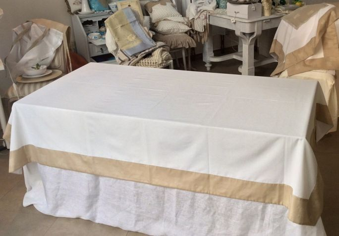 Tablecloth Loneta of Il Gioiello Made in 100% cotton with thinner woven edge, always in pure cotton and manufactured according to Apulian handicraft weaving.