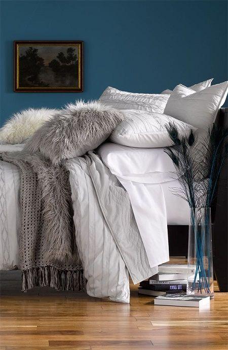 gri mavi dekorasyon fikirleri yatak odasi gri mavi duvar ortuler ve yatak odasi mobilyasi (2)