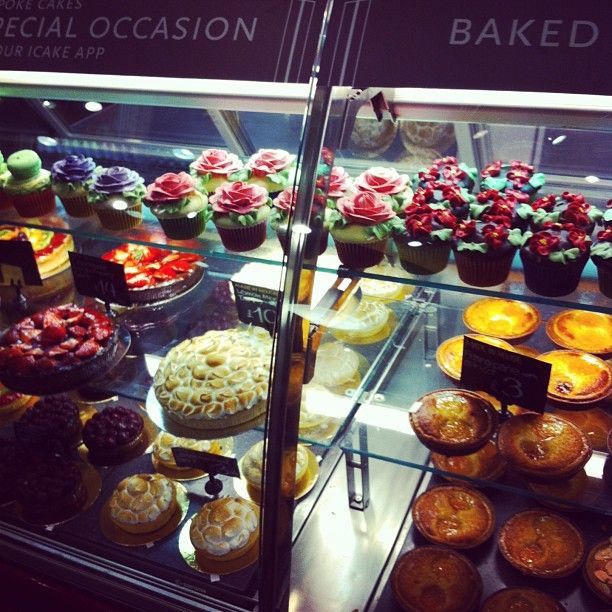 Cupcakes floreali e torte decorate da Whole Food Market @Tracy Conley - #sweet #foodporn #foodday #cupcake #cake #londra #london