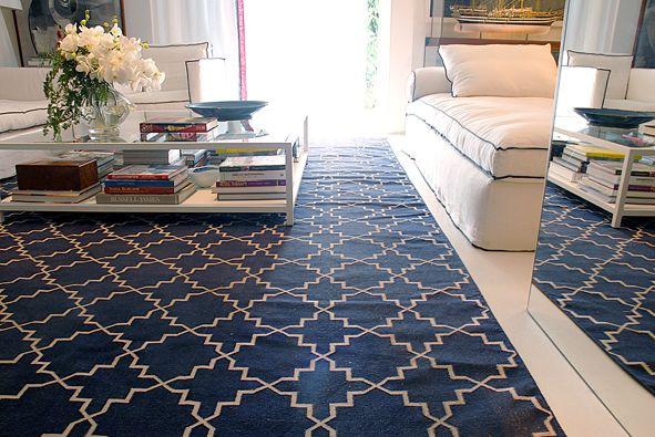 Ambiente de David Bastos  Dhurie Moroccan 6 Dark Blue 4,00 x 3,00 – 100% algodão – Tapete inspirado nos antigos pisos marroquinos.