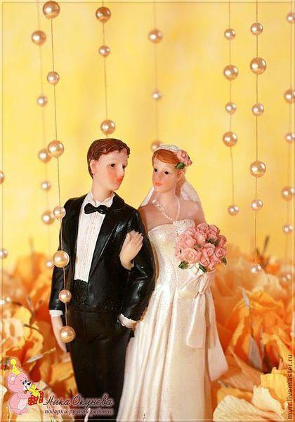 Купить или заказать Свадебная беседка из конфет в интернет-магазине на Ярмарке Мастеров. Свадебная беседка Композиция из конфет Geisha и Конфеты находятся в каждом цветке и бутоне Размер композиции 52 на 30см Можно сделать в другом цвете. с другим количеством цветков. С другими конфетами Можно использовать в качестве декора на…
