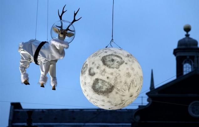 Reindeer in space. Christmas   http://bashny.net/t/en/25237