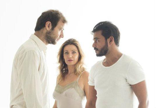 """Το έργο του Αμερικανού συγγραφέα Τεννεσσί Ουίλλιαμς """"Το βασίλειο της γης"""" στο θέατρο  OLVIO theater σε σκηνοθεσία Ιόλης Ανδρεάδη. Με τους Παναγιώτα Βλαντή, Ορέστη Τζιόβα, Ανδροκλή Δεληολάνη. _______________________________ #theatro #theater #Athens #night #art http://fractalart.gr/to-vasileio-tis-gis/"""