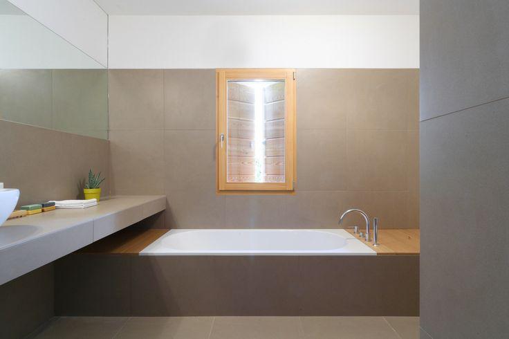 #Finestre #One #scuri #Casale, in legno di #larice #Windows #ONE #shutters #CASALE #larch - www.aldenasite.com
