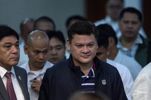 HONG KONG — The eldest son of President Rodrigo Duterte of the Philippines resigned his post as the vice mayor of the southern Philippine city of Davao on Monday after his teenage daughter implied he had beaten her, prompting an all-out social media war between the two.Paolo Duterte quit his job just