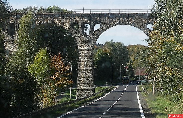 Фото: Старинный ж.д. мост на пересечении с трассой Вроцлав - Граница Чехии…