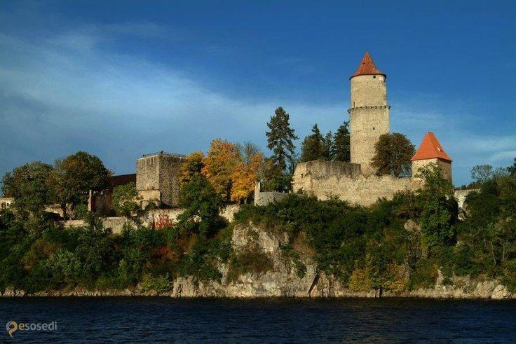 Замок Звиков – #Чехия #Южночешский_край (#CZ_JC) Старейший средневековый замок Чехии.  ↳ http://ru.esosedi.org/CZ/JC/1000458355/zamok_zvikov/