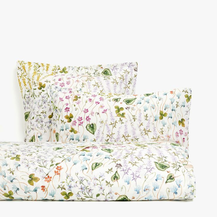 What We Want From Zara Home's New Summer Decor Collection- floral & leaf print duvet cover