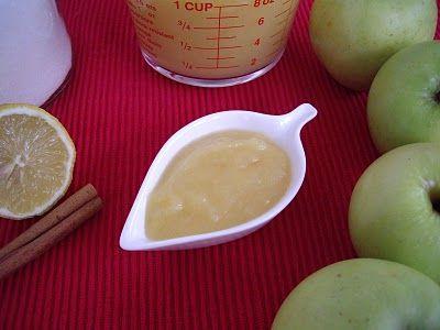 Salsa de manzana Una de las salsas más populares en Inglaterra.Se utiliza para acompañar carnes hechas a la plancha o a la parrilla. También puede estar bien para acompañar algún postre,helado,yogur,..