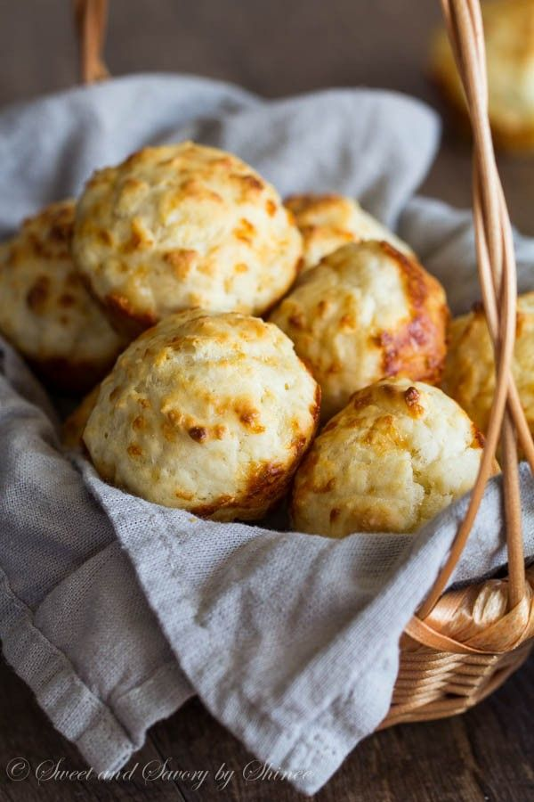 Seriously the easiest biscuits from scratch! These dump n' stir cheesy garlic biscuits require only 5 minutes of your time.