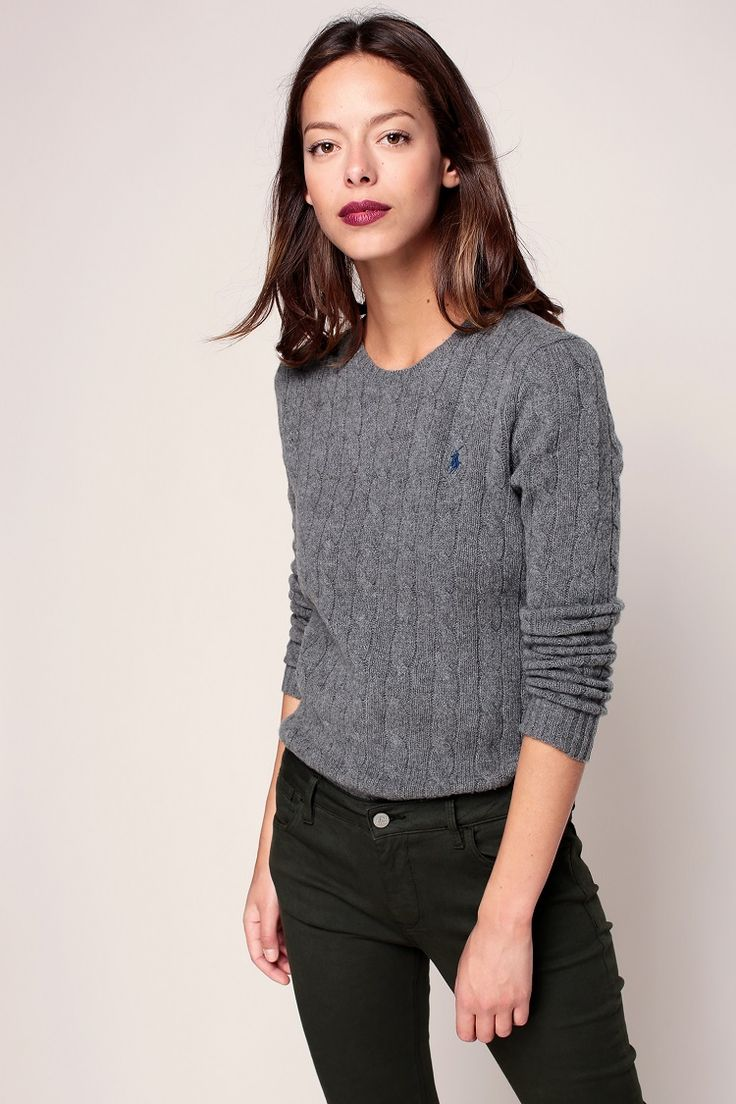 Ralph Lauren Pull gris torsadé en cachemire logo brodé marine - Monshowroom    Monshowroom   Pinterest   Marines, Logos and Winter 2017 5b96bf5c70a4
