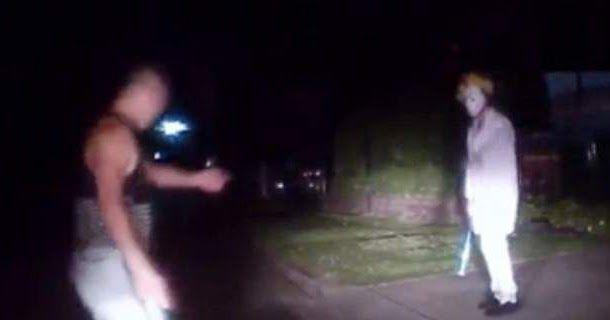 Νεαρός ξυλοφορτώνει κλόουν που κρατούσε μπαστούνι του μπέιζμπολ [βίντεο]