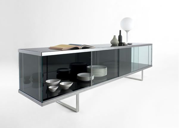 Storage unit in tempered glass and lacquered wood. by Tonelli design
