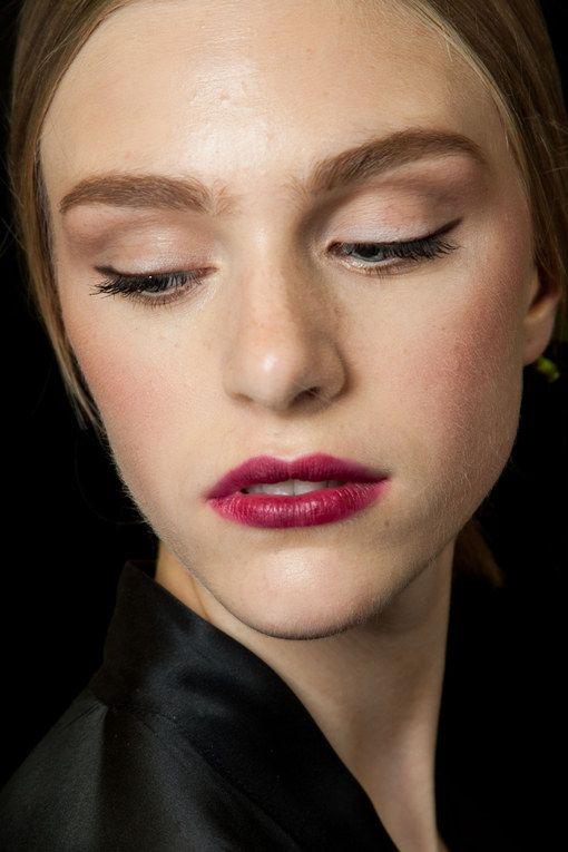 Maquillage mariée bouche foncée