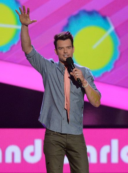 Josh Duhamel Photos Photos - Host Josh Duhamel speaks onstage during Nickelodeon's 26th Annual Kids' Choice Awards at USC Galen Center on March 23, 2013 in Los Angeles, California. - Nickelodeon's 26th Annual Kids' Choice Awards - Show