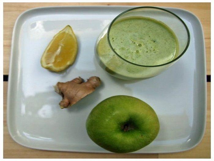 Χυμός με πράσινο μήλο λεμόνι και τζίντζερ για ενέργεια και αποτοξίνωση