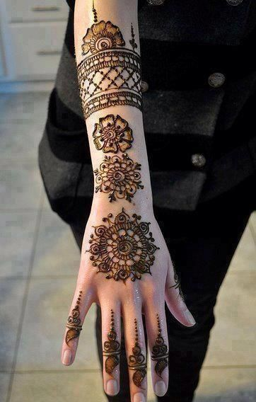 New Mehendi designs for girls - Draw a different look.